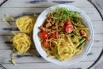 fot. Szparagi z kurczakiem i makaronem